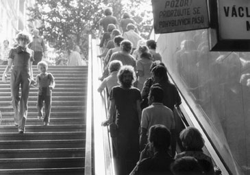Jiri Kovanda, Untitled (On an escalator ... turning around, I look into the eyes of the person standing behind me ...) (3 September 1977)